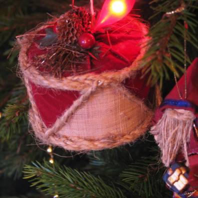 Hessian and velvet tree decoration