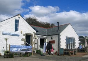 The Peppercorn cafe set in Lynnfield - a range of traditional white washed cornish builders under a blue sky in Perranuthnoe craft cnetre