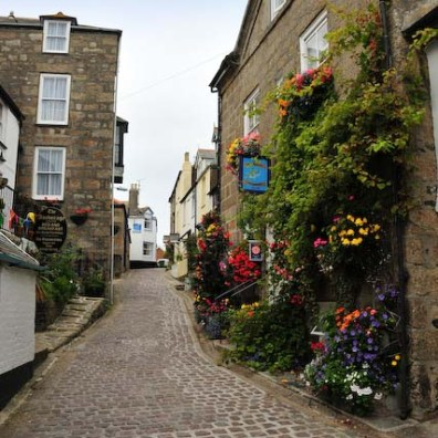 The narrow cobbled streets of St Ives