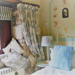 Window seat and Black and whtie patterned Toile de Jouy curtains