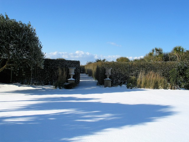 Pristine snow on the lawn at Ednovean Farm