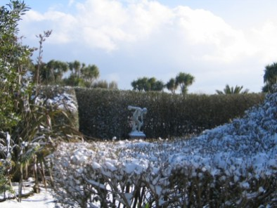 Discus thrower in the snow - Italian Garden - Ednovean Farm