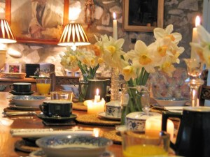 spring inspiration - fill jam jars full of bright spring daffodils to deck the Breakfast table - farmhouse Breakfast - Ednovean Farm