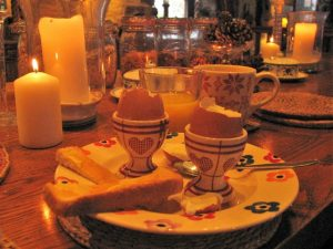 Make a simple breakfast specil with glowing candles to start the day