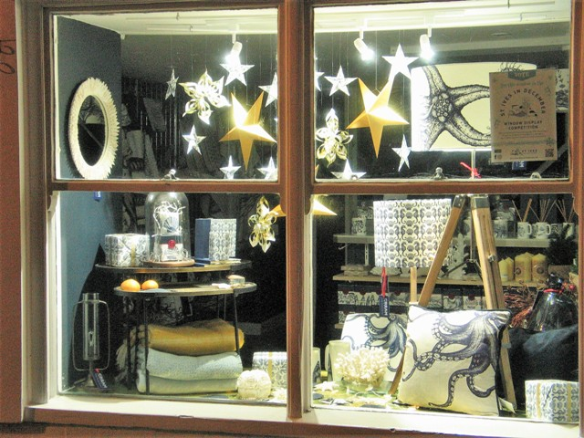 shop window -evening window shopping