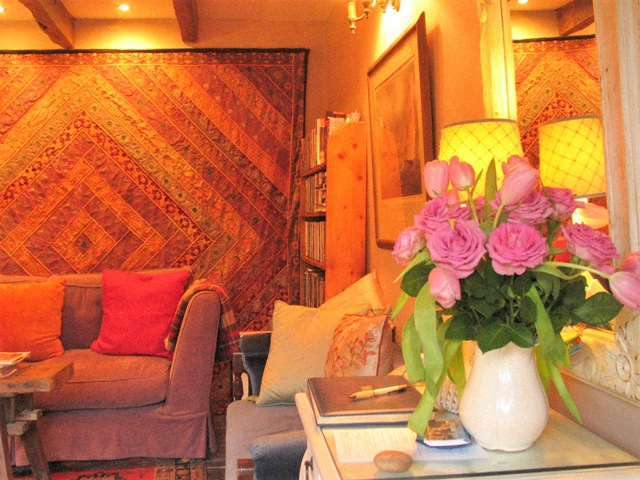 Cosy siting room with eclectic vintage decor