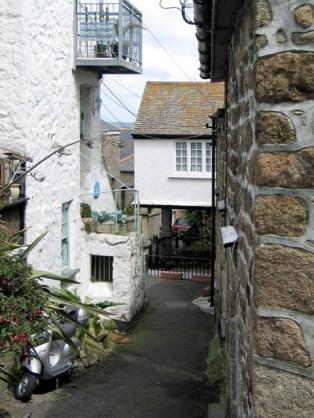 Narrow mousehole street