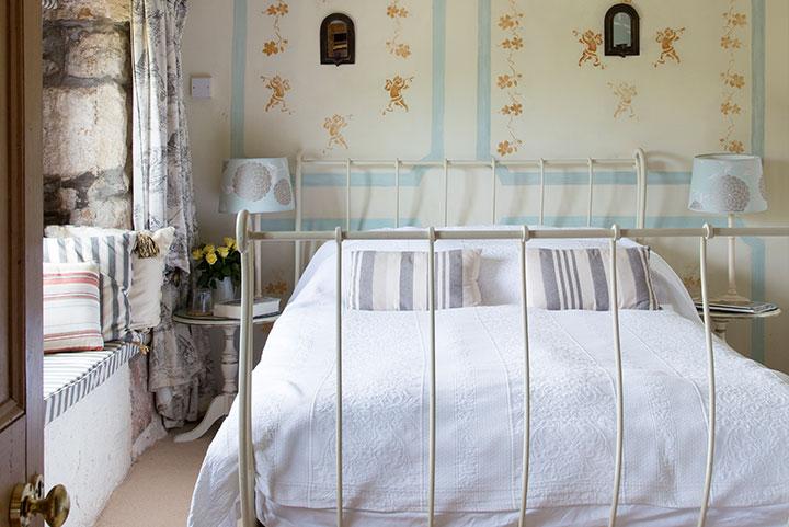 Luxury B&B near Penzance in The Apricot Room