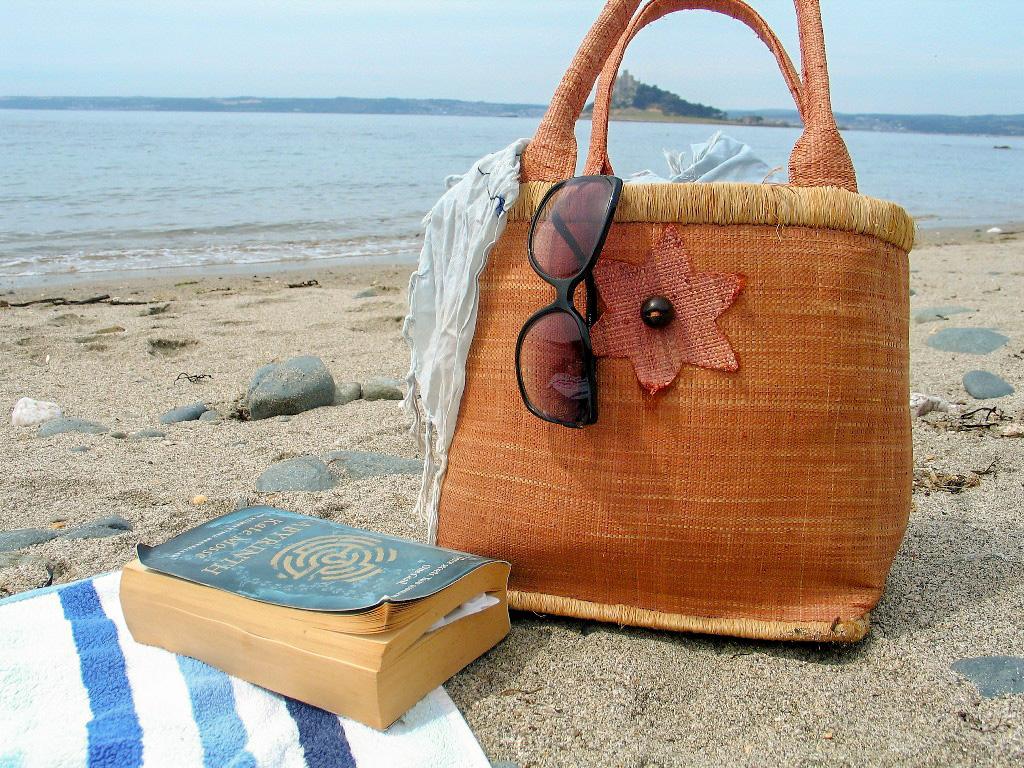 Book and beach bag Hello summer