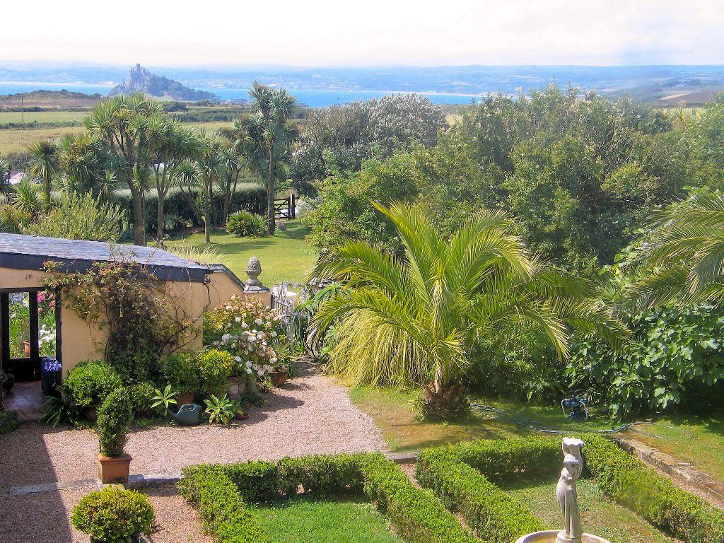 Enclosed and open gardens - evolving garden designs
