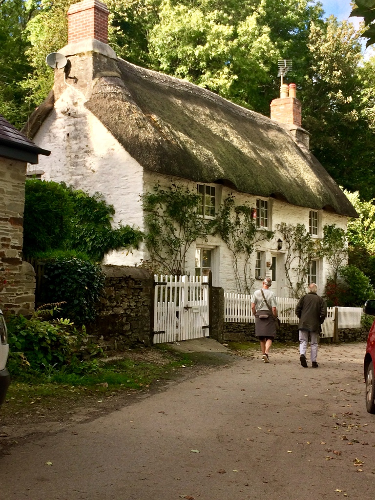 Exploreing the Helford  Village - fabulous thatched cottages