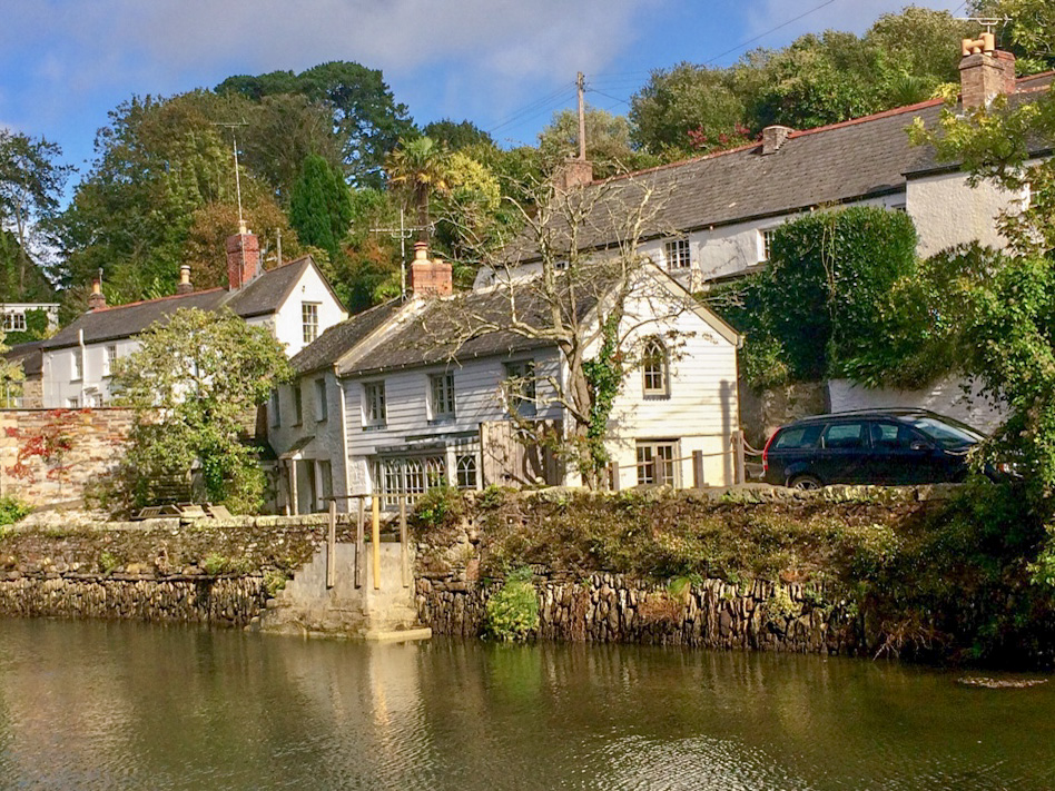 Explore the Helford village  beside thr river