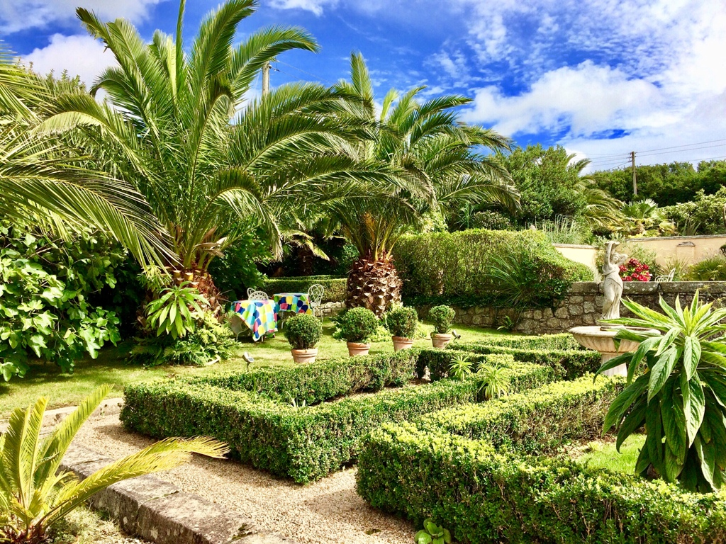 B&B for garden lovers - Sub tropical Courtyard  an old farmyard