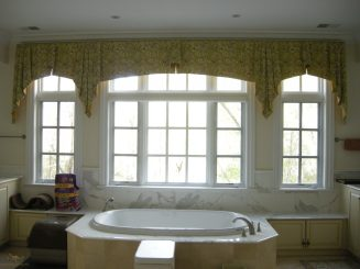 Straight valance with cascades 04