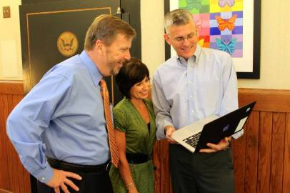 superintendent-edwards-talks-education-with-mhs-veteran-teacher-leaders-nancy-gardner-and-rod-powell-teachinginnc-at-mooresville-graded-school-district