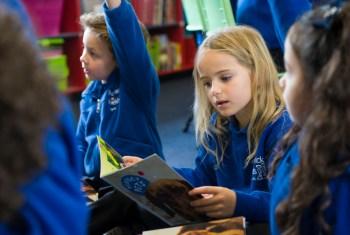 Children reading, OUPANZ