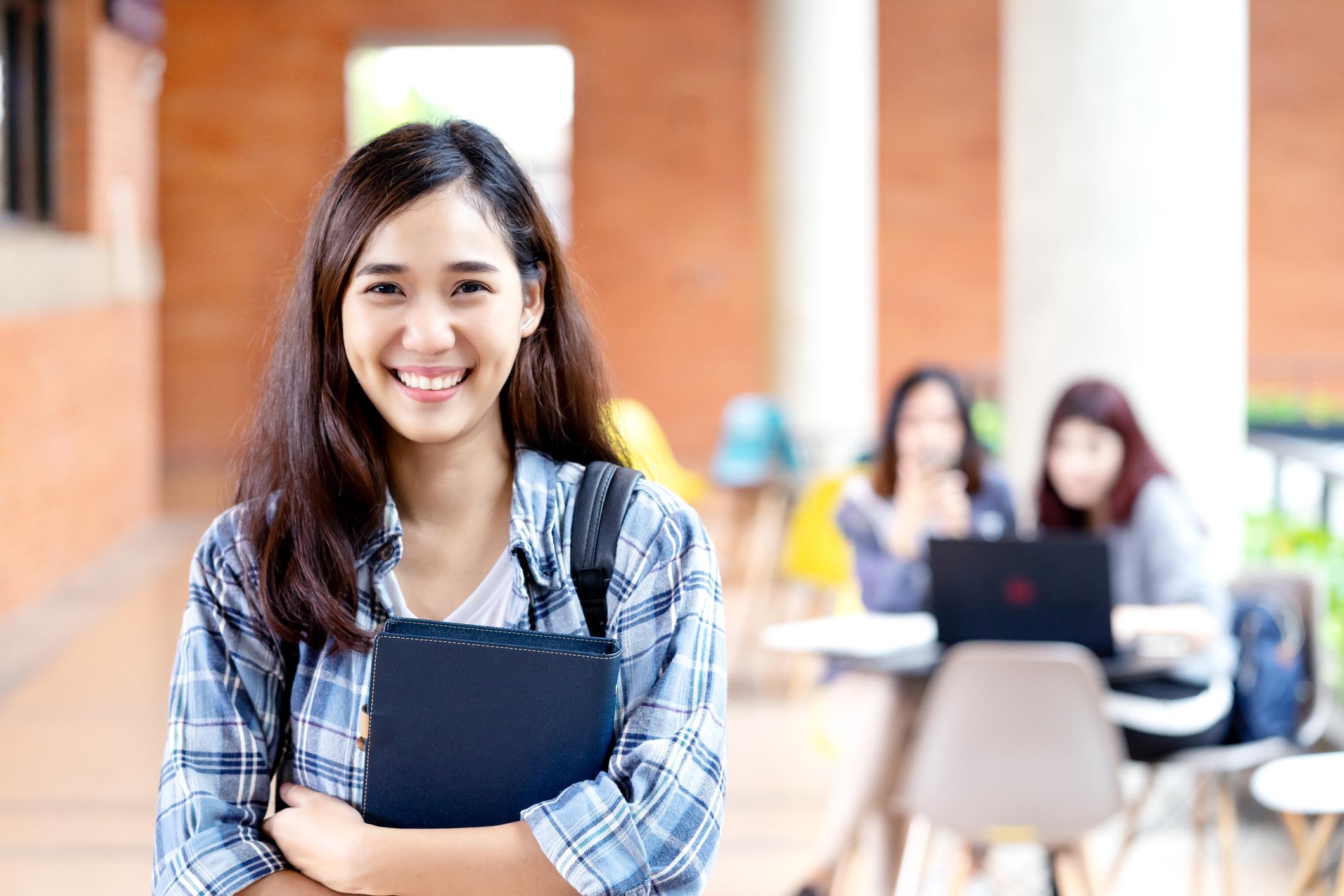 Ilustrasi seorang murid sedang kursus bahasa Inggris di Bandung - Edu2Review
