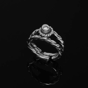 Twisted Square Ring