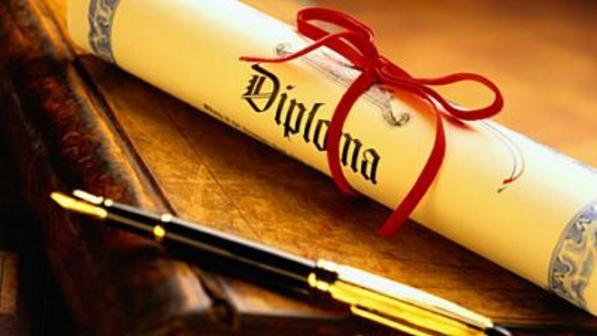 Diploma e caneta