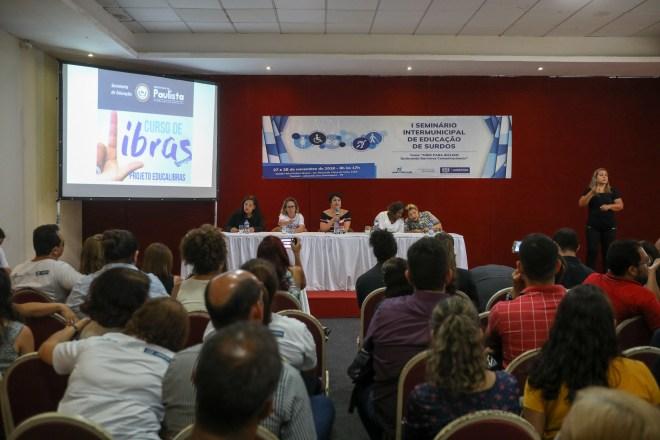 1º Seminário Internacional de Educação de Surdos