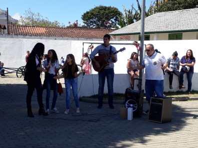 Apresentaçãao da EM Neidy Angélica na Praça em Vargem Grande