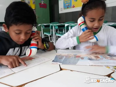 Alunos da EM Maria Mendes utilizam o Sussurrofone na leitura