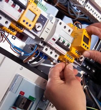 Estudiar en la universidad Tecnología Superior En Electricidad