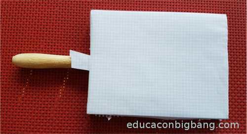 tabla con papel cuadriculado