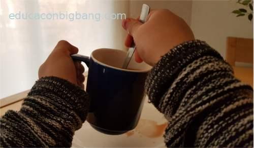 Golpeando el fondo de la taza