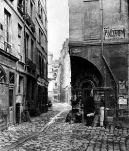 Narrow streets in Paris