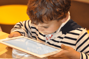 best free apps for preschoolers and kindergarteners, small child with tablet