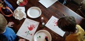 preschoolers doing valentine's day flower craft
