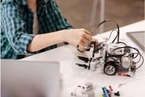 Favorite Free Homeschool Curriculum, child working with robotics