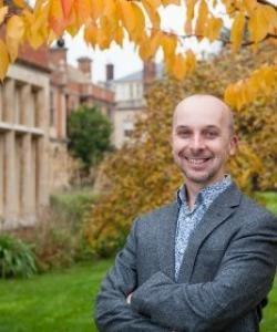 Dr Simon Kemp