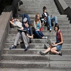 Jugendliche im Netz kommunizieren
