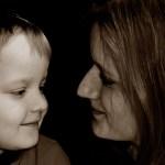 enfant conseillé par sa mère