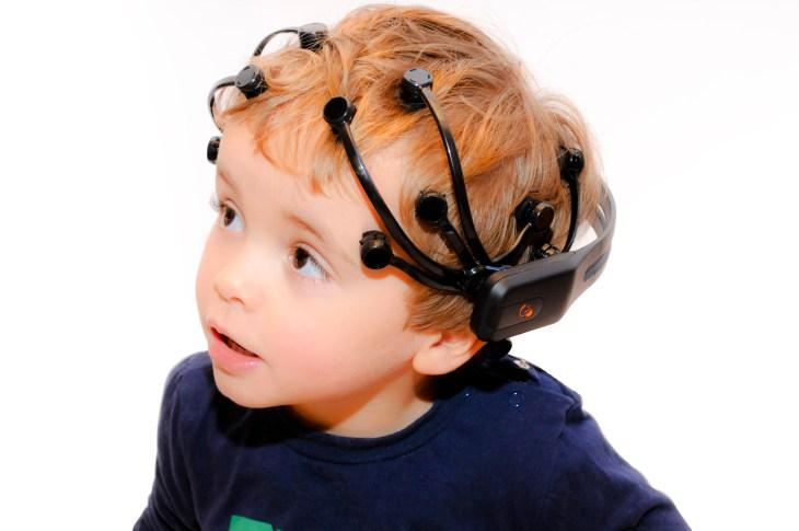 De nouvelles études démontrent que le cerveau des enfants se synchronise avec celui de sa mère et de son père lors de tâches collaboratives.