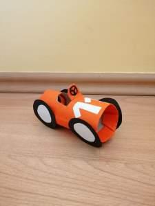 Samochód – praca plastyczna z wykorzystaniem rolki