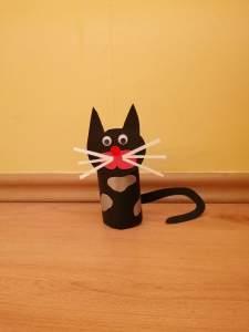 Kot – praca plastyczna z wykorzystaniem rolki