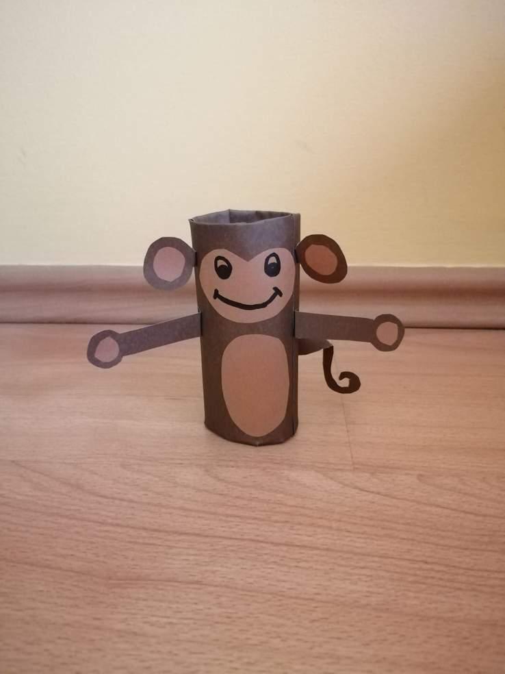 Małpa-praca plastyczna z wykorzystaniem rolki