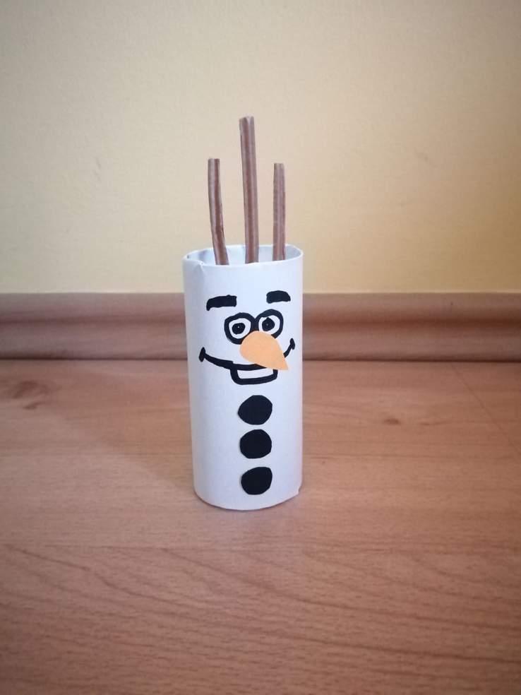 Olaf- praca plastyczna z wykorzystaniem rolki