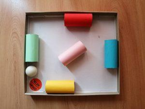 Labirynt - praca plastyczna z wykorzystaniem rolki