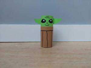 Yoda - praca plastyczna z wykorzystaniem rolki
