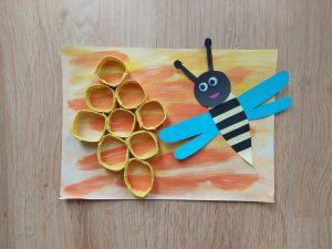 Pszczoła - praca plastyczna z wykorzystaniem rolek