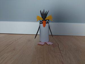 Pingwin Rockhopper - praca plastyczna z wykorzystaniem rolki
