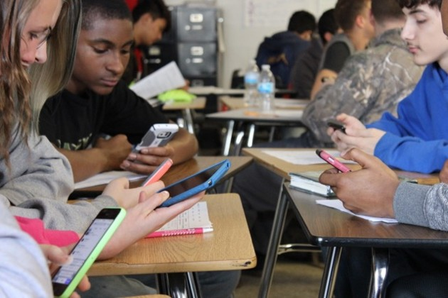 Do Smartphones Help or Hurt Students' Academic Achievement? - The Atlantic