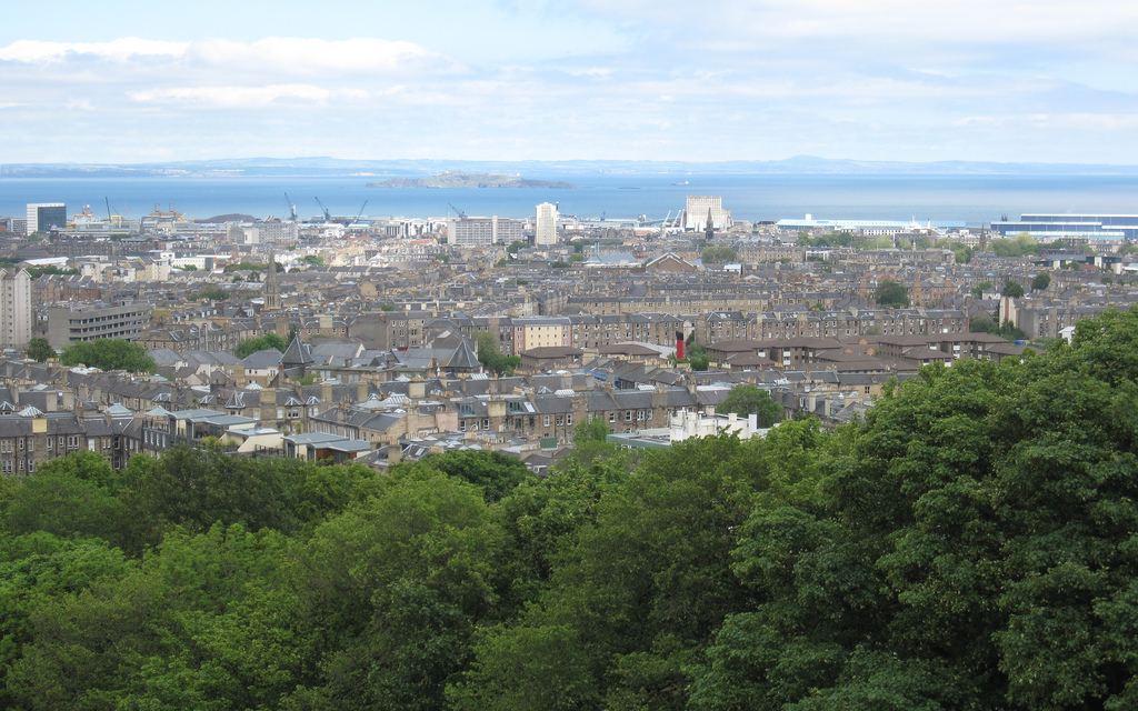 Edinburgh's 10 Best Smoking Spots