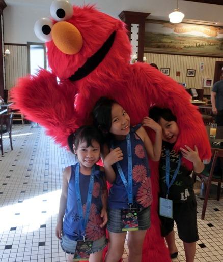 Elmo friends