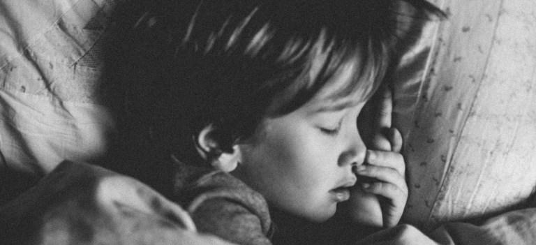 Dormir suffisamment aide à éviter les crises de colère