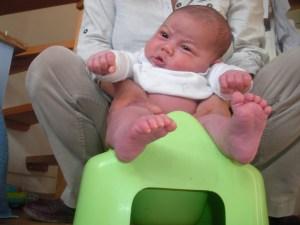 bébé sur le pot - diaper free - hygiène naturelle infantile